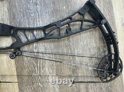HOYT AXIUS ULTRA Compound Hunting Bow 27 to 30 Right hand 55# to 65#