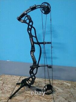 Hoyt Carbon Defiant Right Handed Hunting Bow in Black