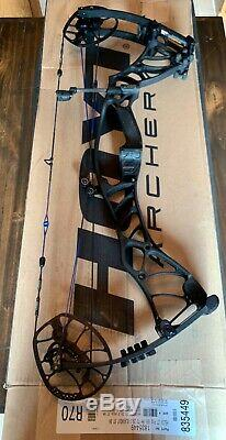 Hoyt Helix RH Blackout Compound Hunting Bow with Box