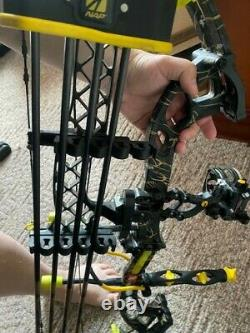 PSE Brute Force LITE Compound Bow 70# Deer Skull CAMO RH Hunting Bow Package